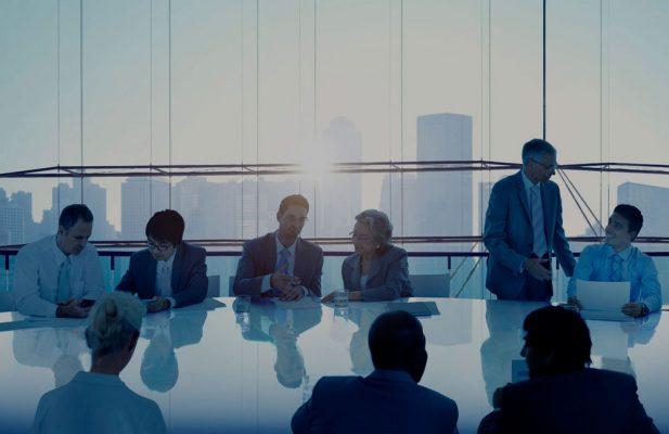 empresarios reunion franquicia negocio